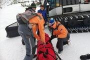 Pomoc poľskej skialpinistke pod Lomnickým sedlom.