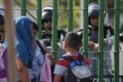Migrantom bránia vo vstupe do krajiny.