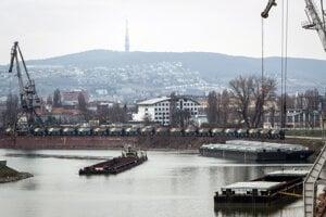 Bratislavský prístav. Ilustračná fotografia.