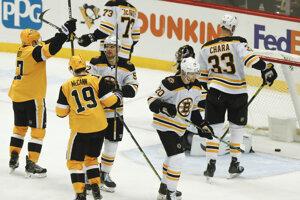 Bryan Rust po rozhodujúcom góle do siete Bostonu Bruins.