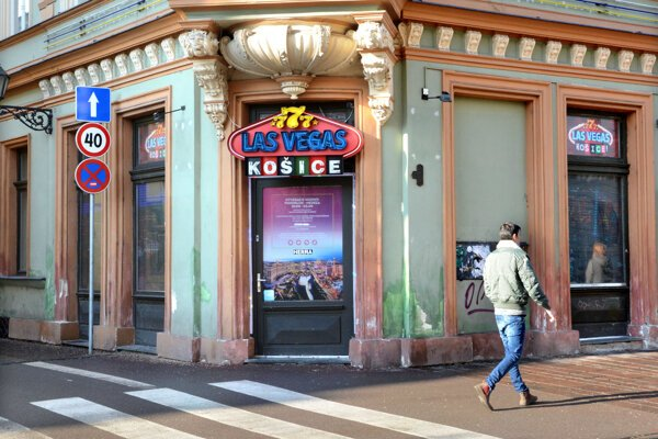 Finančne podvyživené mestské časti majú obavy, že sprísnenie podmienok zhorší aj ich príjem z hazardu.
