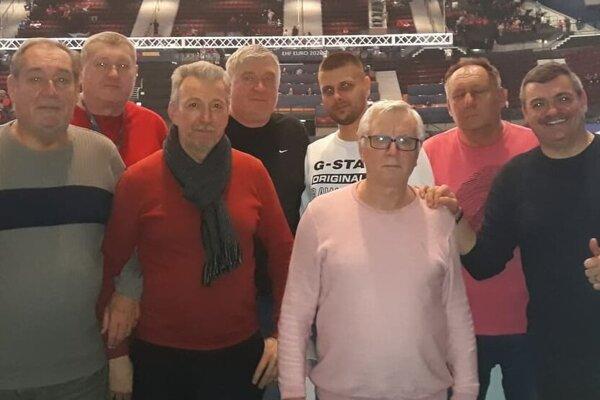 Zľava: Pavol Valent, Majo Pospíšil, Vlado Eckhardt, Vlado Pospíšil, Michal Hatala, Dano Virdzek, Jozef Valent a Michal Kica.