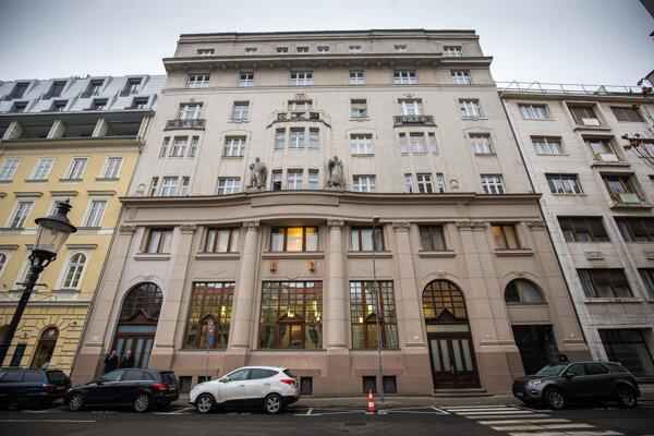 Lajčáková akciovka kúpila nebytové priestory v tejto lukratívnej budove na Gorkého 7 v Bratislave, ktoré v minulosti vlastnil zbrojár blízky Smeru a osobný priateľ Roberta Fica.