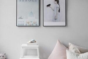 Obrazy nezaberajú takmer žiadne miesto, ale domovu dodajú útulnosť.