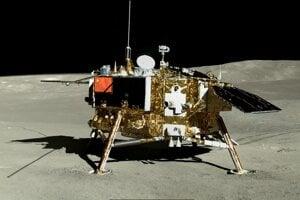Čínska sonda Čchang-e 4 na odvrátenej strane Mesiaca.