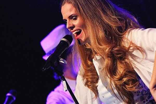 Veronika Rabada zaspieva počas novoročného koncertu v Košiciach.