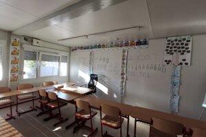 V škole vyučujú v dvoch zmenách, v triede je do 16 žiakov.