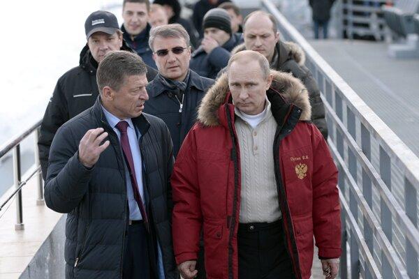 Vladimir Putin a Dmitrij Kozak počas inšpekcie dejísk ZOH 2014 v čiernomorskom rezorte Soči 3. januára 2014 päť týždňov pred štartom olympijského sviatku.