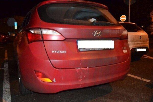 Hyundai narazil prednou časťou do citroenu a potom zadnou do stĺpa.