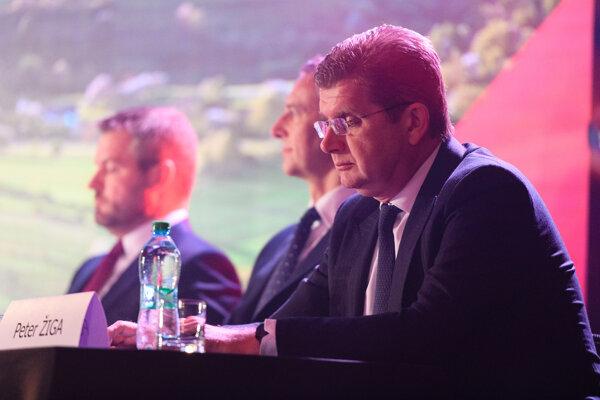 Podpredsedovia strany SMER-SD Peter Žiga, Richard Raši a podpredseda strany a premiér SR Peter Pellegrini.