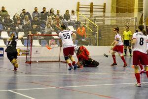Momentka zo zápasu NTS FK-ZŠ Nemšová - VŠK PdF UK Hurikán Bratislava.