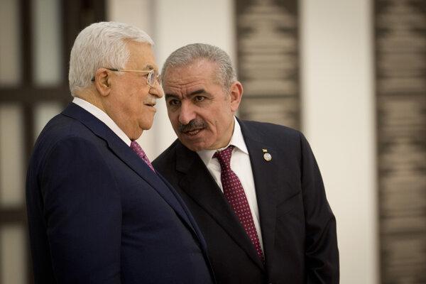 Palestínsky premiér Muhammad Štajja (vpravo) a palestínsky prezident Mahmúd Abbás.