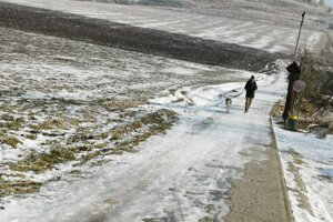 Obyvateľ Spiša chodieva na hradný kopec so svojim psom. zažil už aj padajúce kamene.