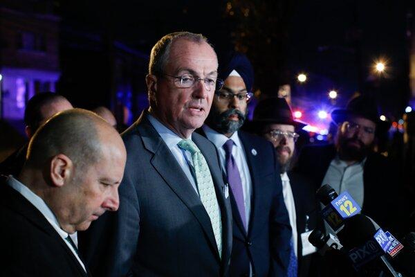 Guvernér amerického New Jersey Phil Murphy (druhý zľava).