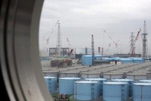 Zásobníky kontaminovanej vody vo Fukušime.