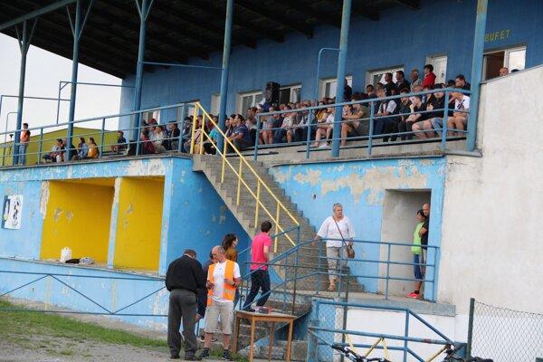 Stále existuje možnosť, že diváci na mužský futbal do Trstenej na jar neprídu.