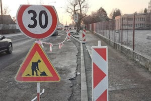 Cestu pred levickými školami obnovia.