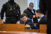 Obžalovaný Marian Kočner debatuje so svojim obhajcom Marekom Parom.