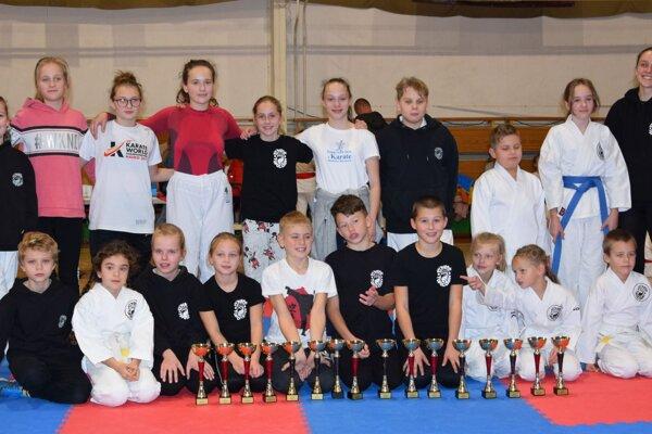 Topoľčianski karatisti z Karate klubu Kumade Topoľčany.