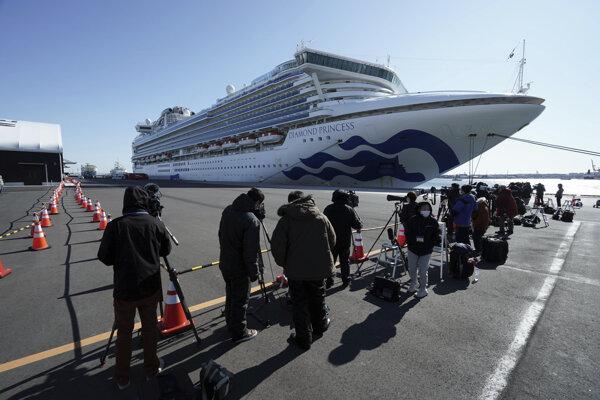 Loď Diamond Princess kotví v karanténe v prístave v Jokohame.