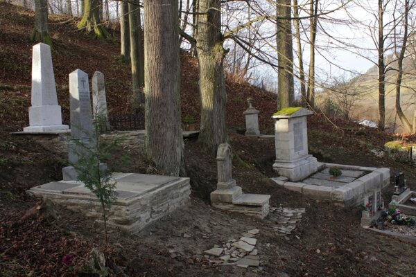vynovené hroby.