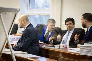 Pavol Rusko a Marian Kočner s obhajcami Mandzákom a Parom na súde.
