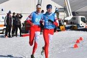 Margaréta Bičanová (v popredí) a Zuzana Michaličková (za ňou) počas bežeckej časti pretekov v zimnom triatlone junioriek na MS 2020.