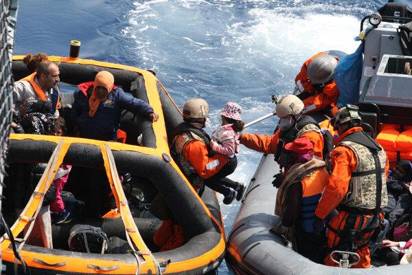Úlohou európskej misie pri Líbyi nebude záchrana životov utečencov.