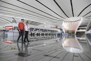 Odletová hala nového medzinárodného letiska Peking Ta-sing.