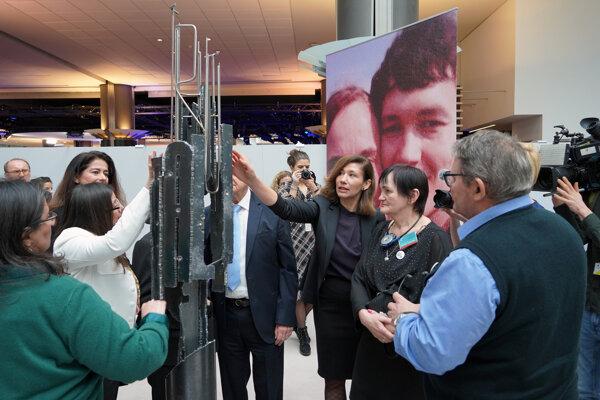 Rodičia zavraždeného novinára Jozef Kuciak a Jana Kuciaková a poslankyňa EP Lucia Ďuriš Nicholsonová počas podujatia Immortal Truth.