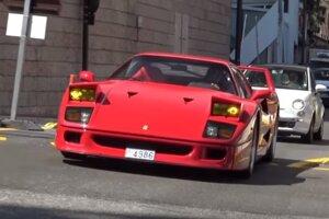 Ferrari F40 pred požiarom.