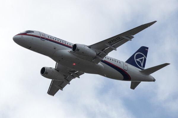 Ruské prúdové lietadlo Suchoj Superjet 100.