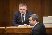 Predseda Smeru Robert Fico a predseda parlamentu Andrej Danko počas stredajšej schôdze.