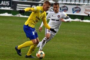Michalovskí futbalisti majú čo naprávať. Podľa Griča (vľavo) ich ani s Nitrou nečaká ľahký zápas.