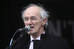Assangeov otec John Shipton.