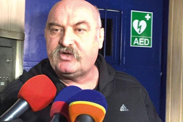 Mikuláš Vareha vlani krátko po prepustení z väzenia v Sabinove. Do Bratislavy nepríde.