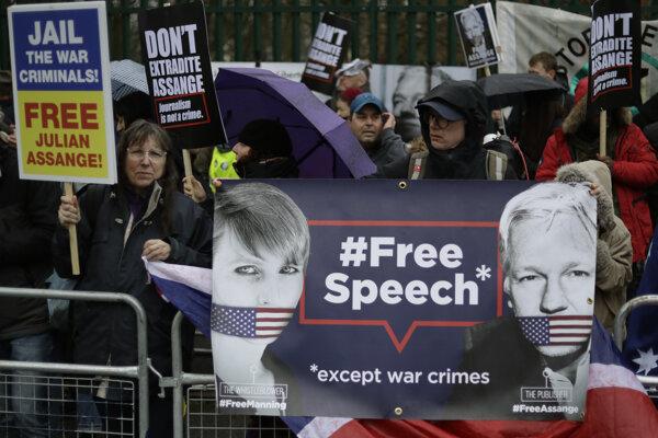 Protest na podporu Juliana Assangea