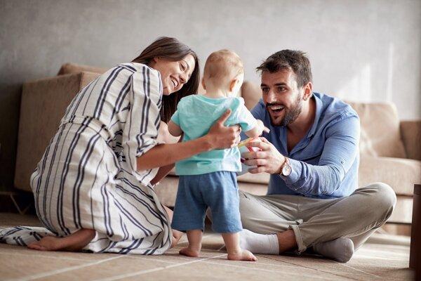 Zvyšuje sa strop materskej aj rodičovské príspevky. O dorovnanie môžu požiadať aj ženy s najnižšími materskými dávkami.