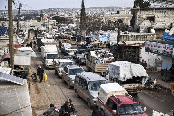 Civilisti opúšťajú oblasť Idlib.