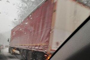 Kamióny na Dargove.