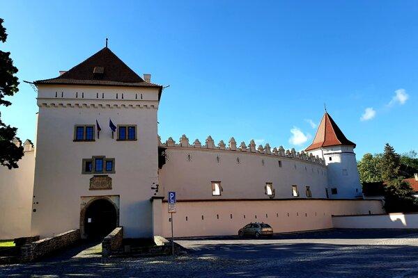 Navštíviť hrady a múzeá sa teraz dá cez internet.