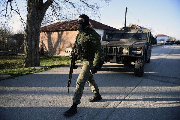 Grécky vojak na grécko-tureckej hranici.
