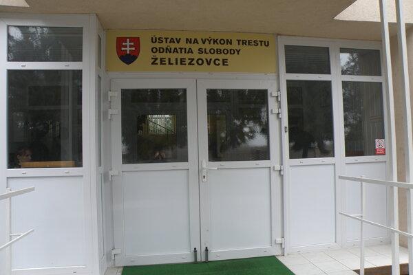 Ústav vo Veľkom Dvore pri Želiezovciach.