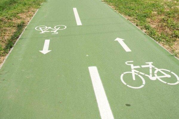 Na mieste cyklopruhov bude zelený asfalt.