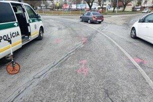 Nehoda na kruhovom objazde v Michalovciach.