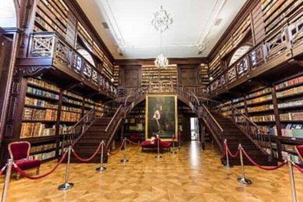 Aponiovská knižnica má unikátnu zbierku starých kníh v 12 jazykoch.
