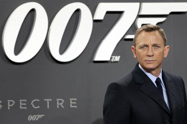 51-ročný Daniel Craig, sa v úlohe Jamesa Bonda predstaví posledný raz, pričom Bonda stvárnil celkovo päťkrát.