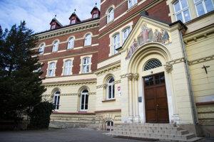Bratislavské Staré Mesto pre nový koronavírus uzatvára preventívne od pondelka (9. 3.) Základnú školu Hlboká.