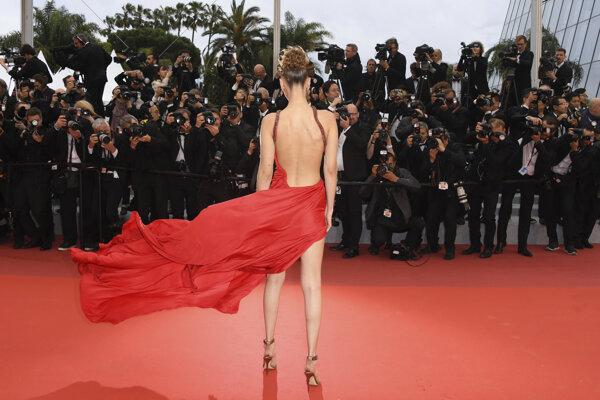 Na červenom koberci v Cannes.