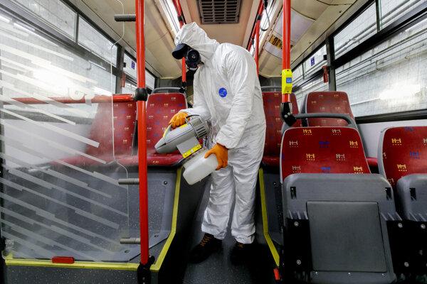 DPB taktiež naďalej pokračuje vo vysokom stupni každodennej dezinfekcie vozidiel.